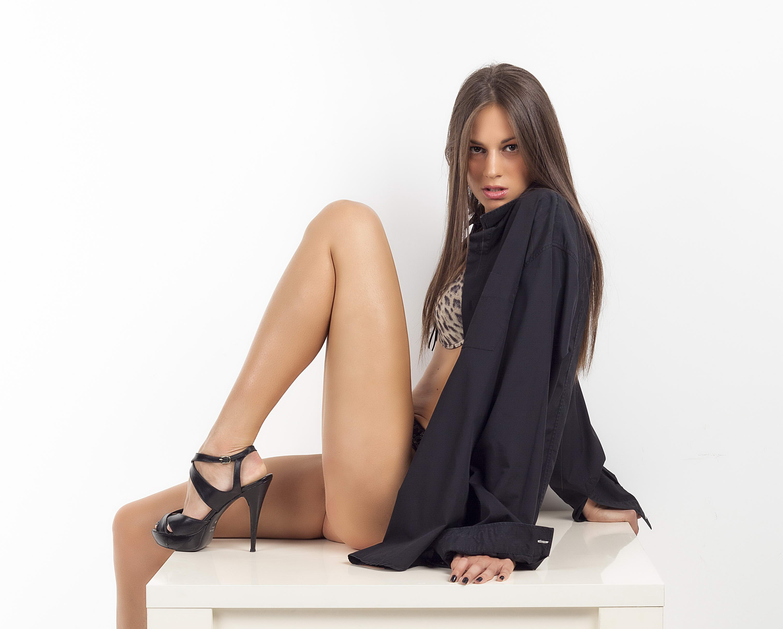 Slim Tall Brunette - 123LondonEscorts
