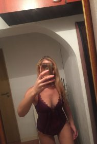 Laura Busty Blonde Escort in London