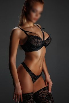 Roxana Brunette Hot Escort