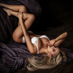 London escorts - pretty and erotic