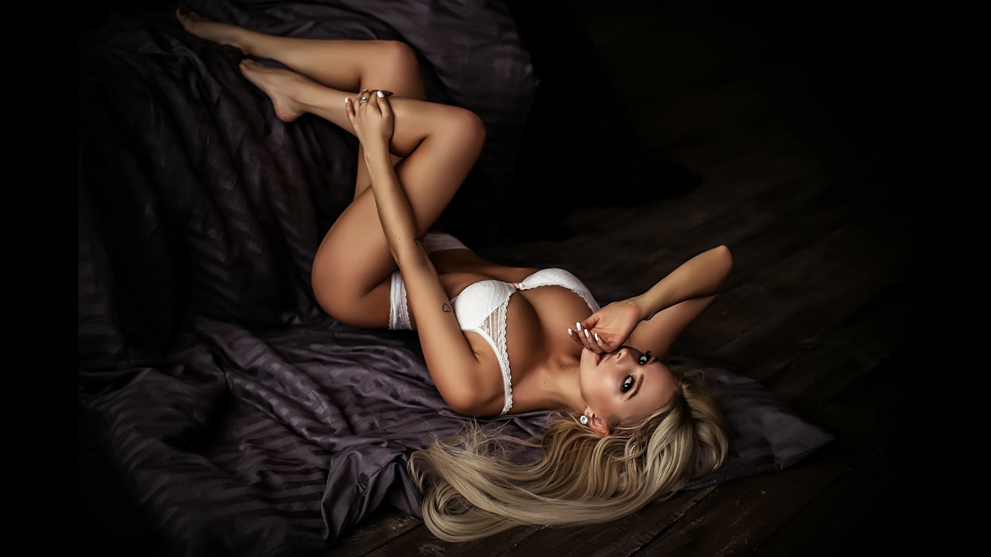 London escorts - pretty and erotic